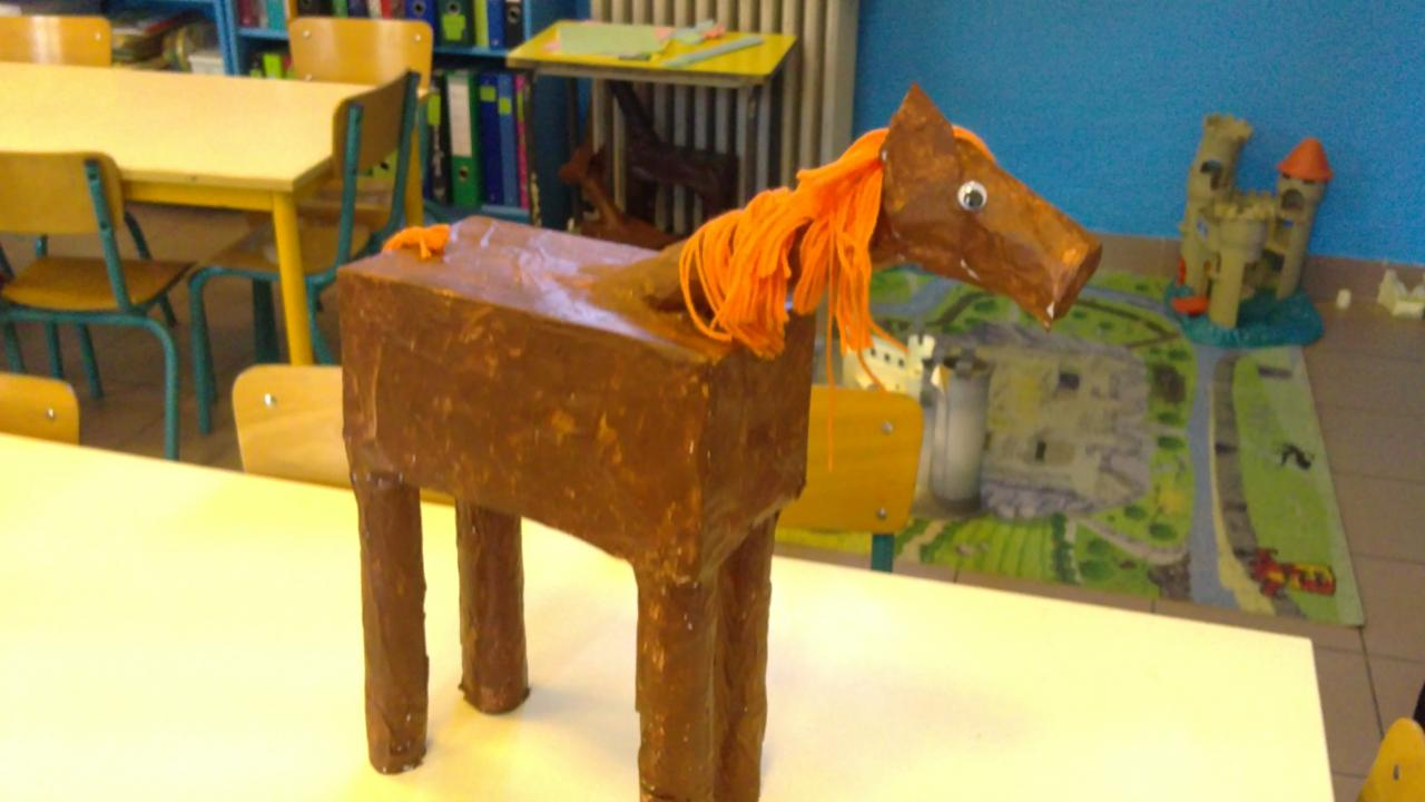 cheval en papier mâché