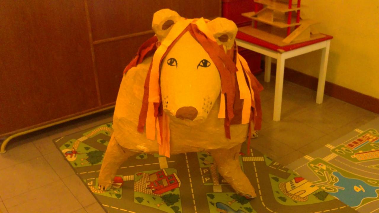 petite section le lion en papier mâché