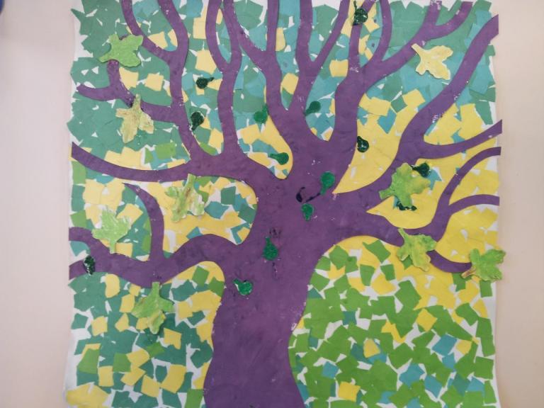petite section collage l'arbre au printemps