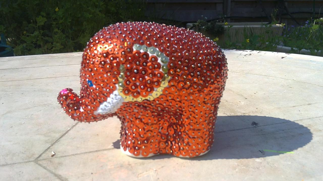 éléphant en sequins