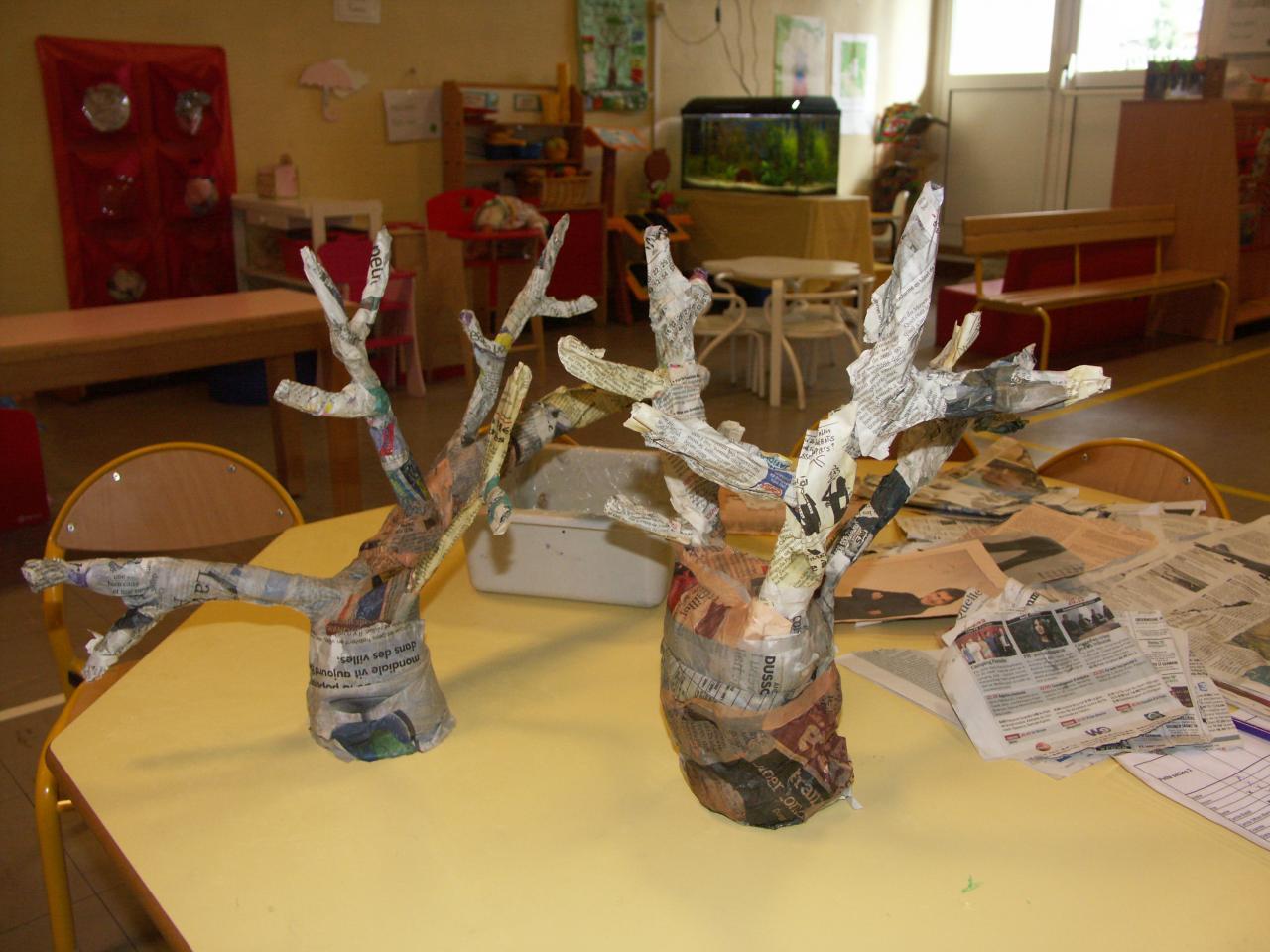 petite section arbres en papier mâché